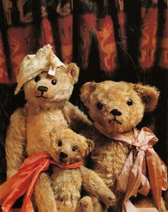 stuffed teddy bears by Dutch photographer Mirja de Vries http://www.mirjadevries.com/pages/teddymain.html