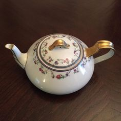 Haviland Limoges France Teapot Gold Trim | #1849913676 Coffee Time, Tea Time, Chocolate Pots, Fine China, Afternoon Tea, Tea Pots, To My Daughter, Chinese, Antiques