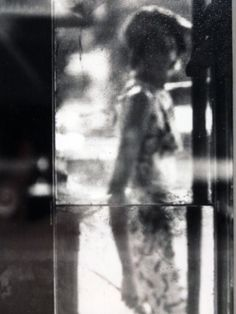 Saul Leiter / photograph used as cover page of IN LOVE by Alfred Hayes, 2013 / more [+] by this photographer Saul Leiter, Pittsburgh, Famous Photographers, Street Photographers, Grafik Art, New York School, Paolo Roversi, Tim Walker, Richard Avedon