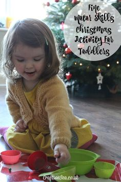 This fine motor Christmas activity for toddlers is a simple, cheap and easy activity kids activity to set up that will keep them busy for ages! Fun Games For Toddlers, Christmas Activities For Toddlers, Outdoor Summer Activities, Kids Learning Activities, Toddler Activities, Toddler Games, Sensory Activities, Christmas Books, Christmas Themes