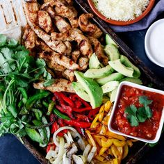 Forget the takeaway this weekend, whip up this easy-but-delicious chicken fajita sharing platter instead!