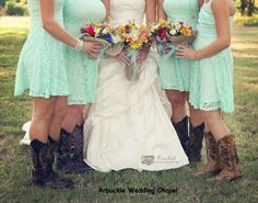 Country wedding--so perfect!    Photography by Rachel