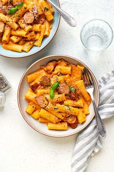 This One Pot Sausage Pasta recipe is fast, easy and delicious! You will LOVE the creamy tomato mascarpone sauce and sausage combo. A perfect weeknight dinner that is sure to become a family favourite. Sausage Pasta Recipes, Pasta Sauce Recipes, Spicy Sausage, Fall Soup Recipes, Easy Dinner Recipes, Dinner Ideas, Mascarpone Pasta Recipe, Cajun Chicken Pasta, Drying Pasta