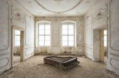 Beautiful Abandoned Places by Romain Thiery – Fubiz Media