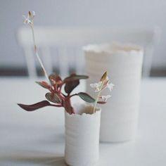 """""""Imperfect perfection"""" - svenske @kajsacramer kommer til Oslo Design Fair i januar. Enkelt genuint håndverk gjennomsyrer hennes design. Her sees vakre Bloom vaser. Foto: @emmathun #oslodesignfair #utstiller #nordisk"""