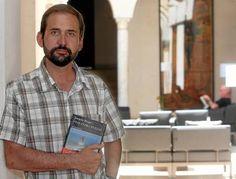Joaquín Berges con 'Un estado del malestar'. Premio Libro del año 2012.
