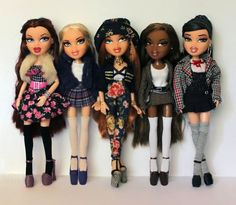 Playing with your huge collection of Bratz dolls because you had a ~passion for fashion~. 32 Pictures That Pretty Much Look EXACTLY Like Your Childhood Halloween Look, Halloween Outfits, Couple Halloween, Madame Alexander, Halloween Makeup Videos, Bratz Doll Halloween Costume, Mouse Costume, American Girl, American History
