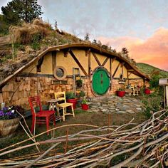 Tiny house builder Kristie Wolfe has created an amazing hobbit home in Washington's breathtaking Columbia River Gorge – and now you can experience hobbit life firsthand! Wolfe's solar-powered hobbit house is now available to rent on Airbnb. No word on if Bilbo Baggins will be stopping by for tea. . . . #hobbithouse #columbiarivergorge #washington #solar #solarpowered #greenhome #greendesign #airbnb #accommodation #travel #ecotravel #Solarpowerforhome&life