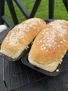 Frokostbrød! – H J E M M E L A G A Baking Recipes, Hamburger, Bakery, Food And Drink, Cookies, Drinks, Norway, Cooking Recipes, Crack Crackers
