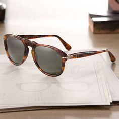 Warm colors of coffee give new life to an iconic design with Caffé Vintage Celebration frames by Persol