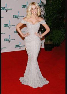 Kellie Pickler For more visit: www. Strapless Dress Formal, Formal Dresses, Wedding Dresses, Blond, Kellie Pickler, Hourglass Figure, Silver Dress, Country Girls, Country Music