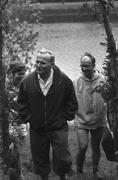 Karol Wojtyła, vice-parroco di S. Floriano e cappellano universitario: lesperienza del gruppo Środowisko