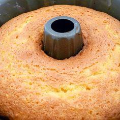 PONQUÉ CLÀSICO SIN AZÚCAR! Me volvieron a pedir esta receta! Es super versátil porque del ponqué de avena, puede salir marmoleado, de coco, de naranja o limón! Ingredientes básicos: ➡️½ taza de aceite de coco, canola o mantequilla de almendras blancas (sin cascara). ➡️½ de taza de endulzante granulado a base de estevia SIN CALORIAS ➡️Ralladura de ½ limón ➡️TRES huevos enteros ➡️1 cucharadita de vainilla · Zumo de ½ limón ➡️2 tazas de harina de avena (avena en hojuelas cruda y pulverizada en…