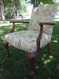 Ball & Claw Foot Chair Project Refurbished Furniture, Vintage Furniture, Painted Furniture, Furniture Ideas, Chair Makeover, Designers Guild, Vanity Bench, Stools, Home Projects