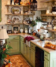 Rural Splendor - Southern Woman Journal 23 Charming Cottage Kitchen Design and Adorning Concepts that Will Convey Coziness to Your Dwelling You don't . Cocina Shabby Chic, Shabby Chic Homes, Shabby Chic Decor, Shabby Cottage, Cottage Chic, Shabby Chic Kitchen Shelves, Fairytale Cottage, Cottage Style Decor, Shabby Chic Interiors