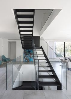 Simple Modern House with an Amazing Floating Stairs - Architecture Beast Home Stairs Design, Interior Stairs, Home Design Plans, Modern House Design, Stair Design, Railing Design, Stairs Architecture, Modern Stairs, Floating Stairs