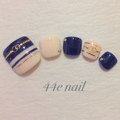 summer blue white gold line pedicure Pedicure Designs, Manicure E Pedicure, Toe Nail Designs, Cute Nail Art, 3d Nail Art, Feet Nail Design, Fingernails Painted, Pretty Toe Nails, Pretty Toes