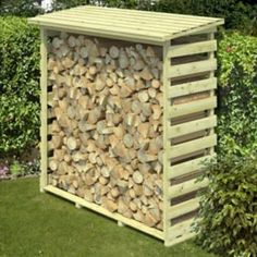 This Beni Medium wooden outdoor log storage is ideal for keeping your logs stored and within easy reach.
