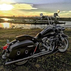 "Credit to : @brodysask ===================== Follow & Tag ""HD Tourers and Baggers"" on Instagram Facebook Twitter & across the Web. ===================== #hdtourersandbaggers  ===================== #instamotogallery #instamoto #motorcycles #harleydavidson #roadkingclassic #roadking #roadglide #streetglide #softail #showoffmyharley #harleysofinstagram #harleylife #bikelife #bikersofinstagra #bikestagram  #harleyrider #harleyriders #customharley #throttlezone #harleydavidsonnation…"