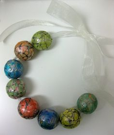 eggshell technique on large wooden beads - surprisingly nice effect and very unique #Beads #Eggshell #Crafts - pb†