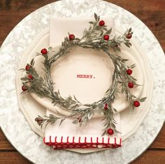 I love the Merry napkins Christmas Dining Table, Christmas Table Settings, Christmas Tablescapes, Christmas Table Decorations, Christmas Place Setting, Christmas Candles, Tree Decorations, Merry Little Christmas, Cozy Christmas