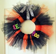 """How to make a cute """"Trick or Tulle"""" #wreath for #Halloween!"""