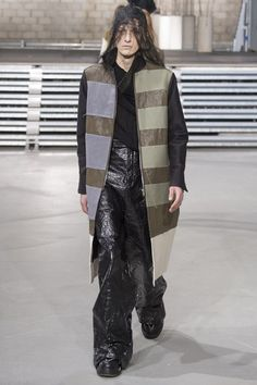 See the complete Rick Owens Fall 2017 Menswear collection.