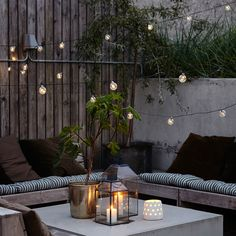 20 Epic Backyard Lighting Ideas to Inspire your Patio Makeover DIY Outdoor Design Inspiration Bistro Lights Patio Interior, Interior And Exterior, Room Interior, Apartment Interior, Apartment Living, Cozy Cafe Interior, Apartment Porch, Apartment Layout, Nordic Interior
