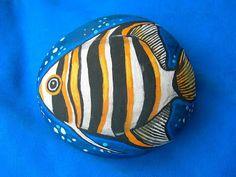 Kedibu Murales y Objetos Decorativos: Piedras pintadas: pez, lagartija y mariposa