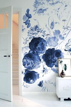 Shop our selection of Wall Murals and Photo Wallpaper to refresh your interior in no-time. Our Wallpaper Stories are perfect for Nursery or Kids Bedrooms. Deco Design, Wall Design, Interior Paint Colors, Interior Design, Interior Painting, Paint Decor, Purple Interior, Royal Blue Flowers, Giant Flowers