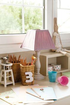 Un dormitorio muy completo lleno de luz y color · ElMueble.com · Niños Complementos de www.blaubloom.com