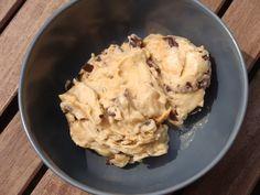 Gourmandises végétariennes: Bananen-Erdnussbutter-Eis mit Schokostückchen (vegan)