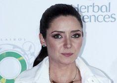 Ariadne Díaz muestra su peor look   20 famosas que fueron víctimas del mal gusto