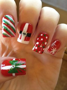 Are you looking for some cute nails desgin for this christmas but you are not sure what type of Christmas nail art to put on your nails, or how you can paint them on? These easy Christmas nail art designs will make you stand out this season. Christmas Nail Art Designs, Holiday Nail Art, Winter Nail Art, Winter Nails, Christmas Ideas, Easy Christmas Nail Art, Christmas Photos, Christmas Christmas, Holiday Acrylic Nails