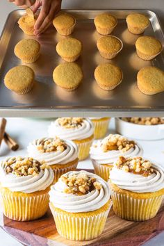 Apple Crisp Cupcakes Apple Crisp Cupcakes, filled with apple pie filling, topped with cinnamon cream cheese frosting, and crumble topping! The best apple cupcakes! With video! Apple Recipes, Fall Recipes, Baking Recipes, Dessert Recipes, Cupcake Flavors, Gourmet Cupcakes, Gourmet Cupcake Recipes, Strawberry Cupcake Recipes, Gourmet Desserts