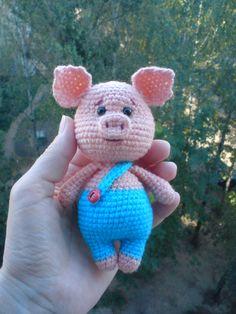 PDF Плюшевые свинки. FREE amigurumi crochet pattern. Бесплатный мастер-класс, схема и описание для вязания игрушки амигуруми крючком. Вяжем игрушки своими руками! Свинка, поросенок, pig, piglet, piggy, свинья, поросёнок, schwein, porco. #амигуруми #amigurumi #amigurumidoll #amigurumipattern #freepattern #freecrochetpatterns #crochetpattern #crochetdoll #crochettutorial #patternsforcrochet #вязание #вязаниекрючком #handmadedoll #рукоделие #ручнаяработа #pattern #tutorial #häkeln #amigurumis Crochet Gifts, Crochet Dolls, Crochet Pig, Crochet Rabbit, Crochet Animals, Diy Crochet Accessories, Sewing Toys, Crochet Designs, Crochet Patterns