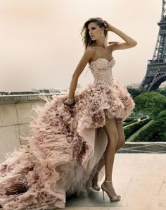 Ash - can this please be your wedding dress? Chic Special Design, Pale pink High-low Feather Wedding Dress by Zuhair Murad Haute Couture Fall Winter Collection Look Fashion, High Fashion, Paris Fashion, Dress Fashion, French Fashion, Fashion Glamour, Fashion Shoes, Couture Fashion, Fall Fashion
