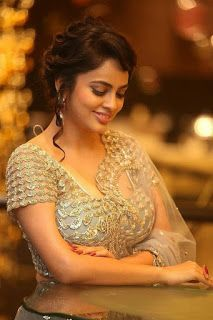 Beautiful Indian Girls in Stunning Outfits- Stunning Gallery! Beautiful Bollywood Actress, Most Beautiful Indian Actress, Beautiful Actresses, Hot Actresses, Indian Actresses, Cute Beauty, Beauty Full Girl, Beauty Women, Real Beauty
