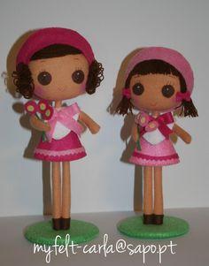 Felt dolls  http://myfelt-carla.blogspot.ca/search/label/felt%20doll
