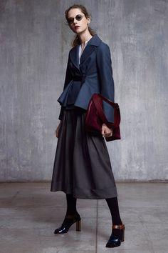 Guarda la sfilata di moda Jil Sander Navy a New York e scopri la collezione di abiti e accessori per la stagione Collezioni Autunno Inverno 2017-18.