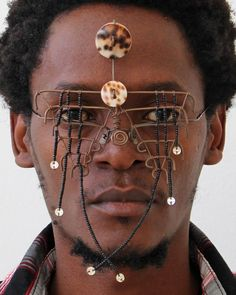 Kenyan artist Cyrus Kabiru talks to us about his Afrofuturism series, 'C-Stunners', which are made from found objects and recycled materials he sources on the streets of Nairobi. Kenyan Artists, African Inspired Fashion, Masks Art, Afro Punk, Eye Art, Tribal Fashion, Festival Wear, Art Fair, Headgear