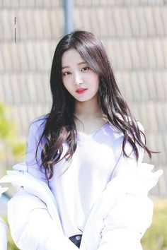 Yeonwoo (Momoland) Pretty Asian, Beautiful Asian Women, Beautiful Celebrities, Kpop Girl Groups, Kpop Girls, Korean Beauty, Asian Beauty, Oppa Gangnam Style, Ulzzang Girl