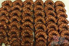 Pařížské rohlíčky s poctivým krémem Christmas Punch, Christmas Sweets, Christmas Candy, Christmas Baking, Christmas Cookies, Xmas, Czech Recipes, Paper Birds, Home Food