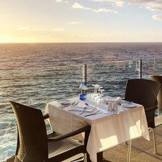 Ужин на двоих в отеле на берегу океана и на закате ... Что может быть лучше?