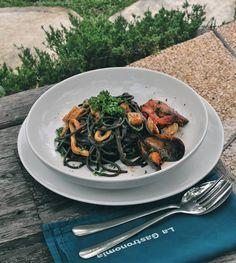 #Bali. Hi pasta lover new authentic Italian restaurant @LaGastronomia at #Batubelig have something you should try it is ONNARELLI NERI ALLO SCOGLIO(75k) black-ink tonnarelli with mussels clams prawns calamari cherry tomatoes  white wine parsley & fresh chili.