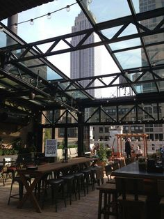 The Refinery Rooftop Bar. and in Midtown Best rooftop setting in NY. No food. unless you are on a liquid diet. Rooftop Restaurant, Rooftop Terrace, Restaurant Ideas, Empire State Building, Refinery Hotel, Speakeasy Bar, Roofing Options, Steel Frame House, Parks