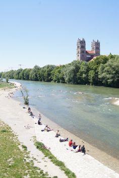 An der Isar, zwischen Reichbach- und Wittelsacher Brücke.                                                                                                                                                                                 Mehr
