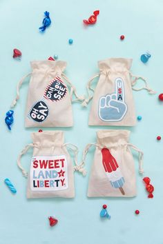 Make these simple of July goodie bags in 5 min. Get the free printable and give them as gifts or use them as treats bags to watch the fireworks! Goodie Bags, Treat Bags, Gift Bags, 4th Of July Party, Fourth Of July, 4th Of July Decorations, Welcome To The Party, July Crafts, Party Time