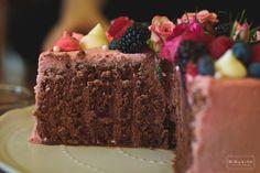 Narodeninová vertikálna torta - The Story of a Cake-Krásny piatok vám želám. Uričte máte plnú hlavu plánov, čo spáchať cez víkend. Ak sa u vás v okolí tiež vyskytujenejaký narodeninový oslávenec, tak ako to bolo v našej mini rodinke, mám pre vás sladký tip. Inšpirovala ma Linda Lomelinoaj sosvojou vertikálnou tortou a tak som sa rozhodla upiecť ju mamine na oslavu narodenín. Pravda...