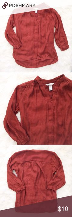 H&M light weight Blouse Perfect for the office or with a pair of jeans! In excellent used condition, size 2. Deep Rusty orange color. ❌NO TRADES  ✅ I always respond to offers! (Don't give up! I am almost always willing to negotiate!)  🛍 Bundle to save! H&M Tops Blouses